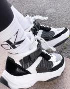 Calvin Klein Jeans – Missie – Vita/svarta sneakers